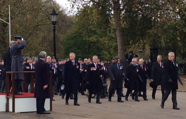 cenotaph-offrs-at-salute_26184133371_o